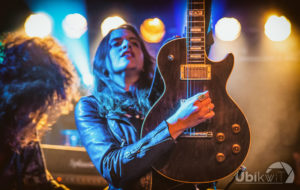 Laura Cox Band Wattrelos - Laura guitare Bacchus